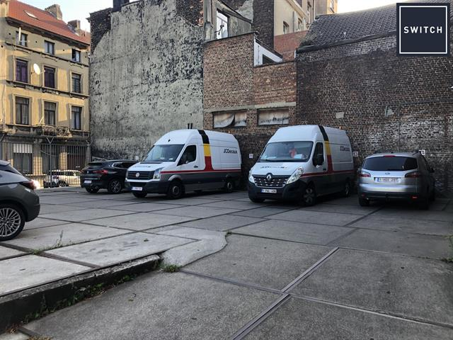 SWITCH REAL ESTATE Parking Outdoor
