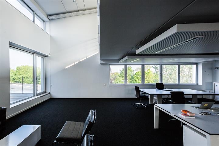 SWITCH REAL ESTATE Bureaux avec entrepôt